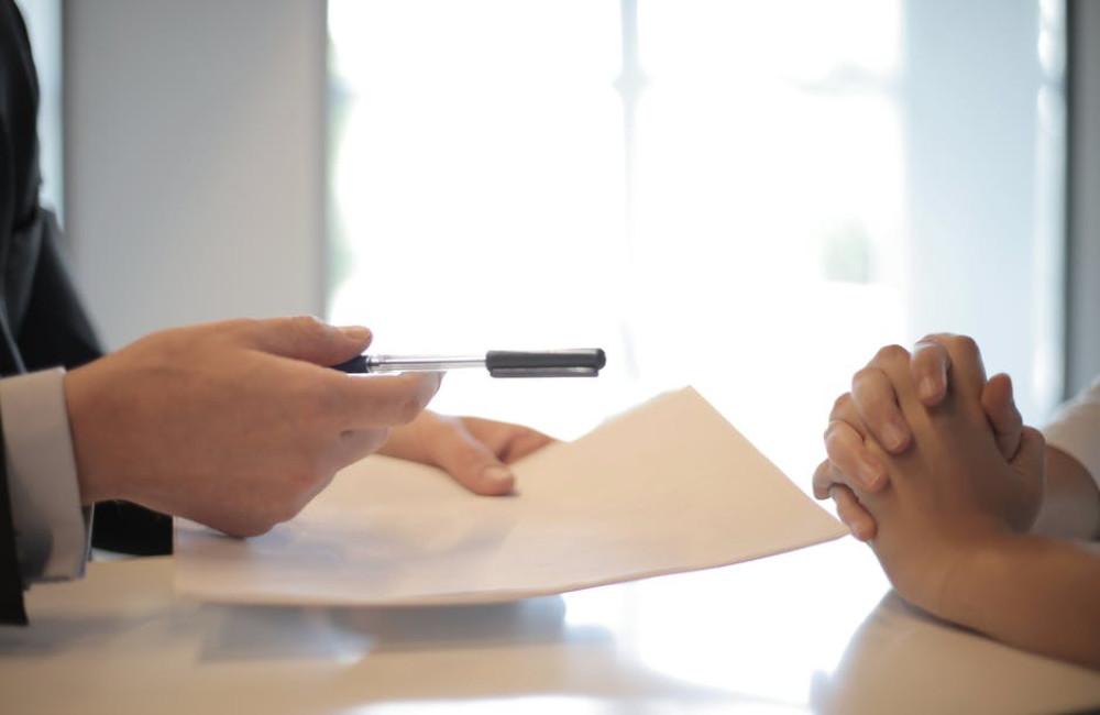 Wat zijn de werkzaamheden van een verkoopmakelaar?